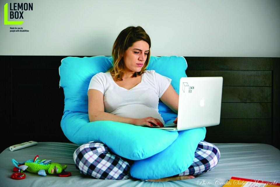 Perna pentru gravide si alaptare - MODEL ALBASTRU