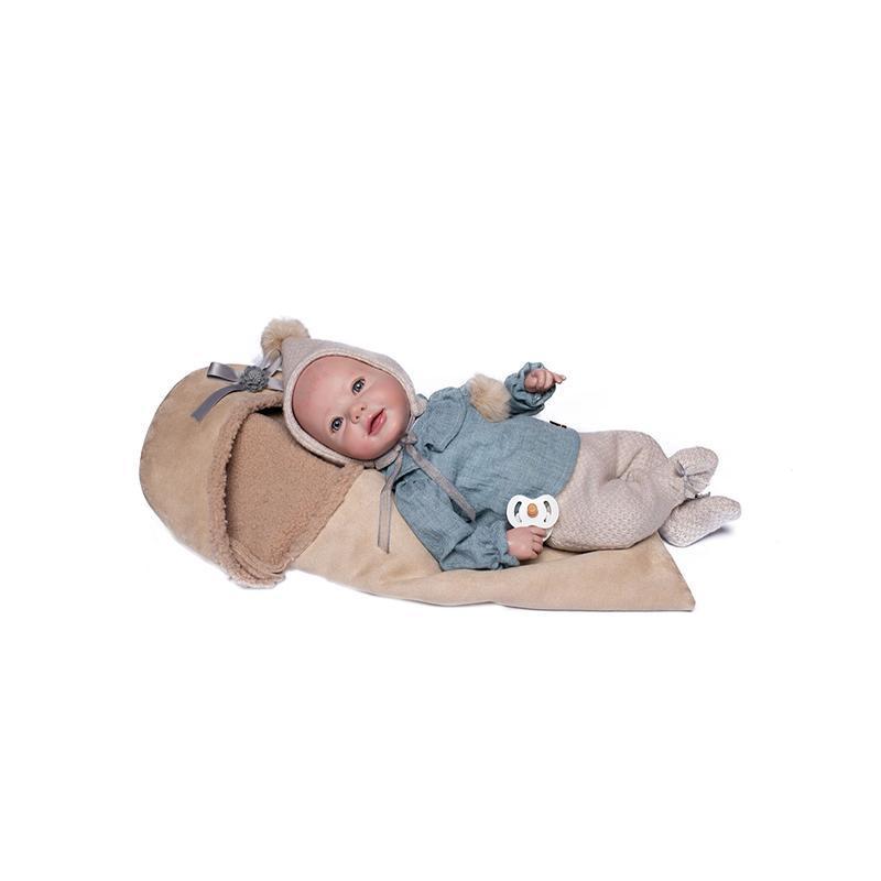 Papusa bebe realist Reborn Unai, bluza de in, pantaloni si caciula de lana, cu saculet de dormit, 46 cm, Guca
