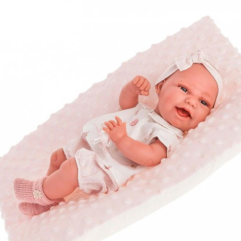 Papusa bebe realist Clara cu salteluta pufoasa, corp anatomic corect, alb-roz pal, Antonio Juan