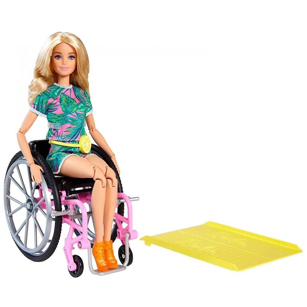 Papusa Barbie by Mattel Fashionistas papusa GRB93 in scaun cu rotile si rampa